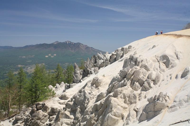 キャラバンツアー登山教室【美しい白砂の山頂と、白州の南アルプス展望を眺める日向山】